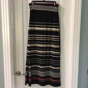 White House Black Market skirt. Small